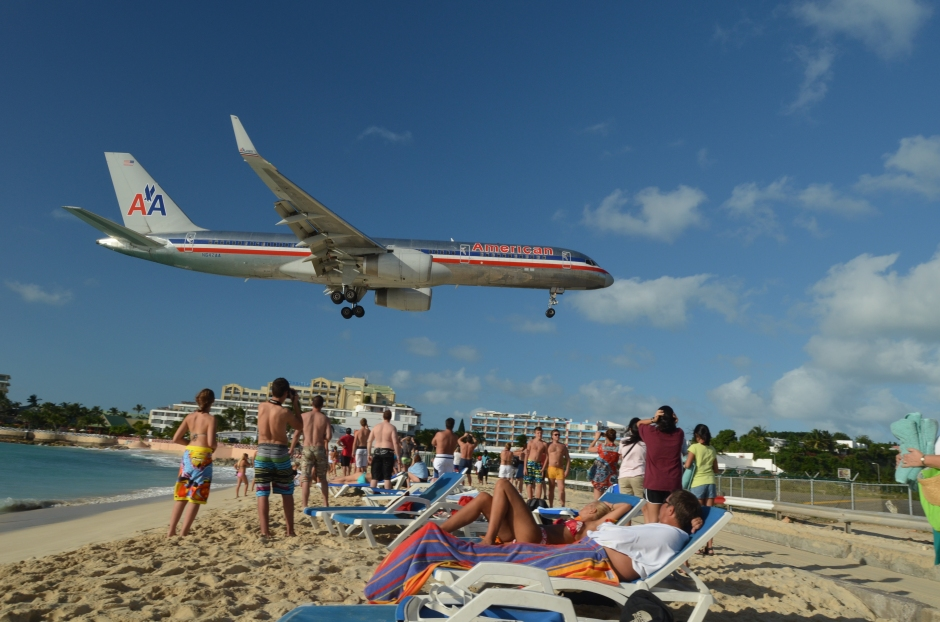Tight landings at Maho Beach