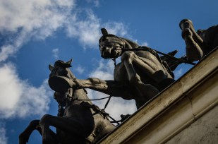 HORSES ON WELLINGTON ARCH