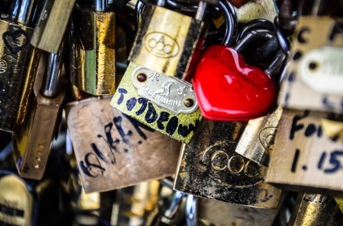 LONELY HEART LOCK