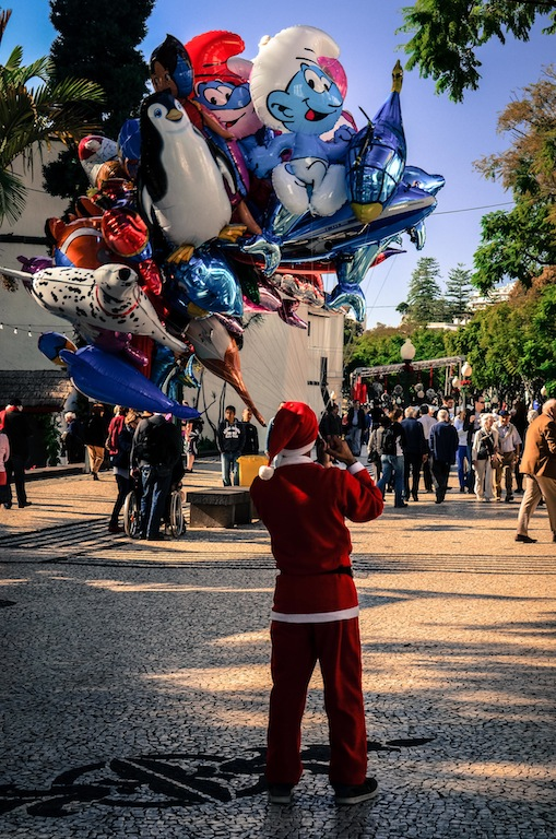 BALLOON-SELLING SANTA